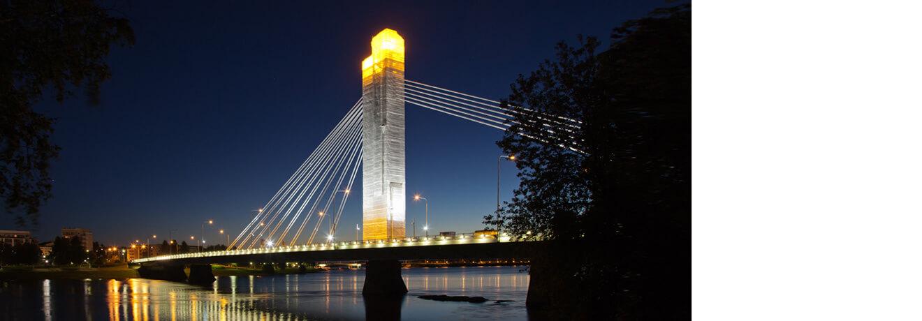 Flexibler Komplettanbieter, Brücke eingerüstet